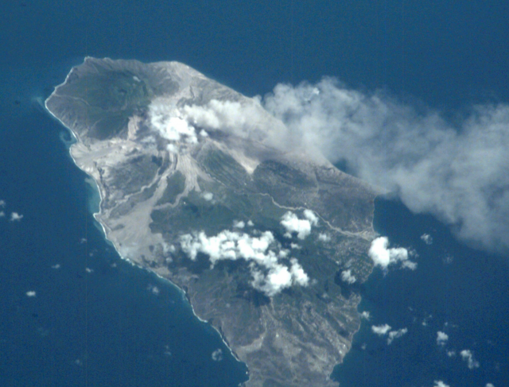 an analysis of the volcano eruption on the montserrat island in the caribbean The eruption of the volcano should not have had a major impact on the people, as the areas affected were in the exclusion zone set up after an eruption in 1995 but on 25 june, 1997 some authorised people were in the exclusion zone to carry out essential tasks+ monitor the volcanic activity.